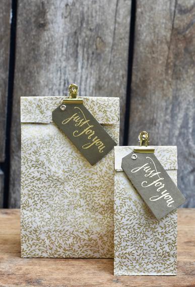 Geschenktüte Herzilein Blätter weiß/gold