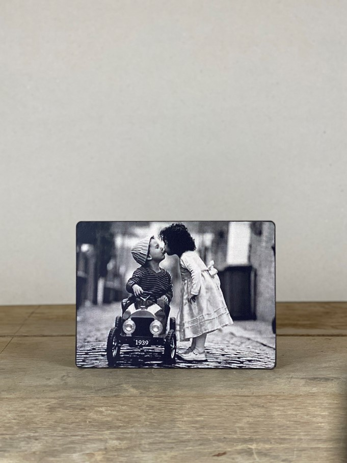 Vintage Holzbild Kinder Kuss