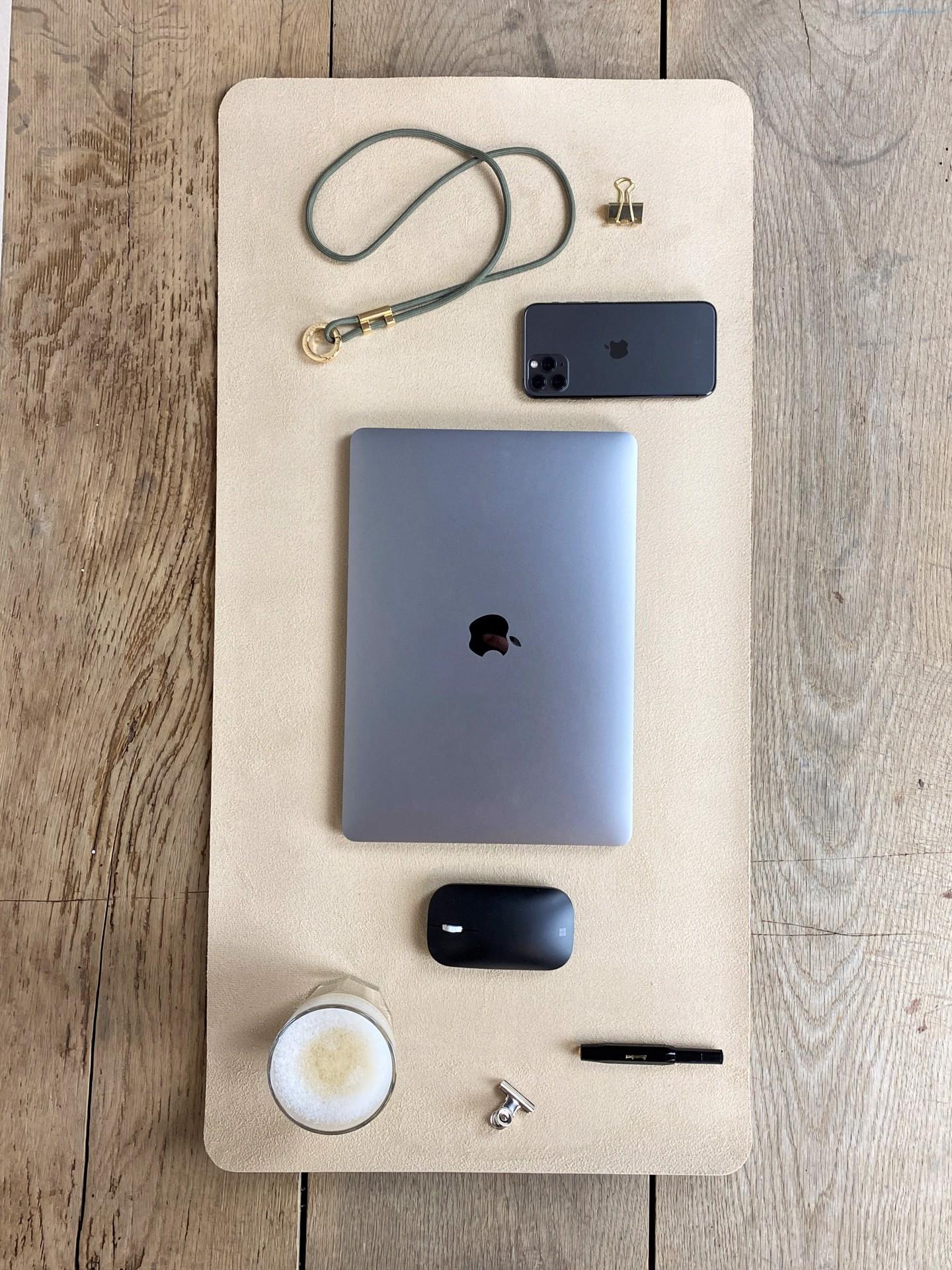 Schreibtischunterlage nude