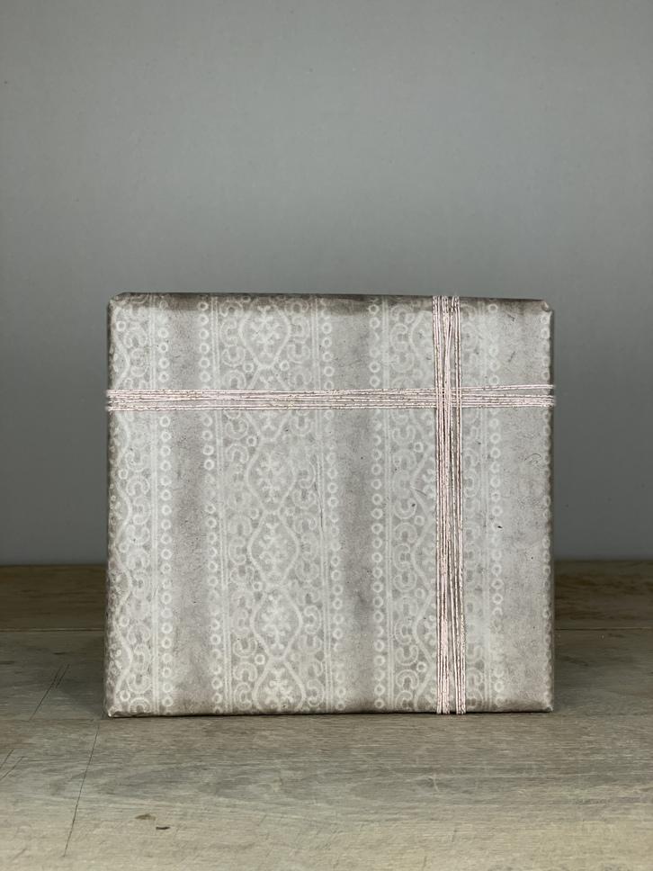 Geschenkpapier handgeschöpft grau Spitze