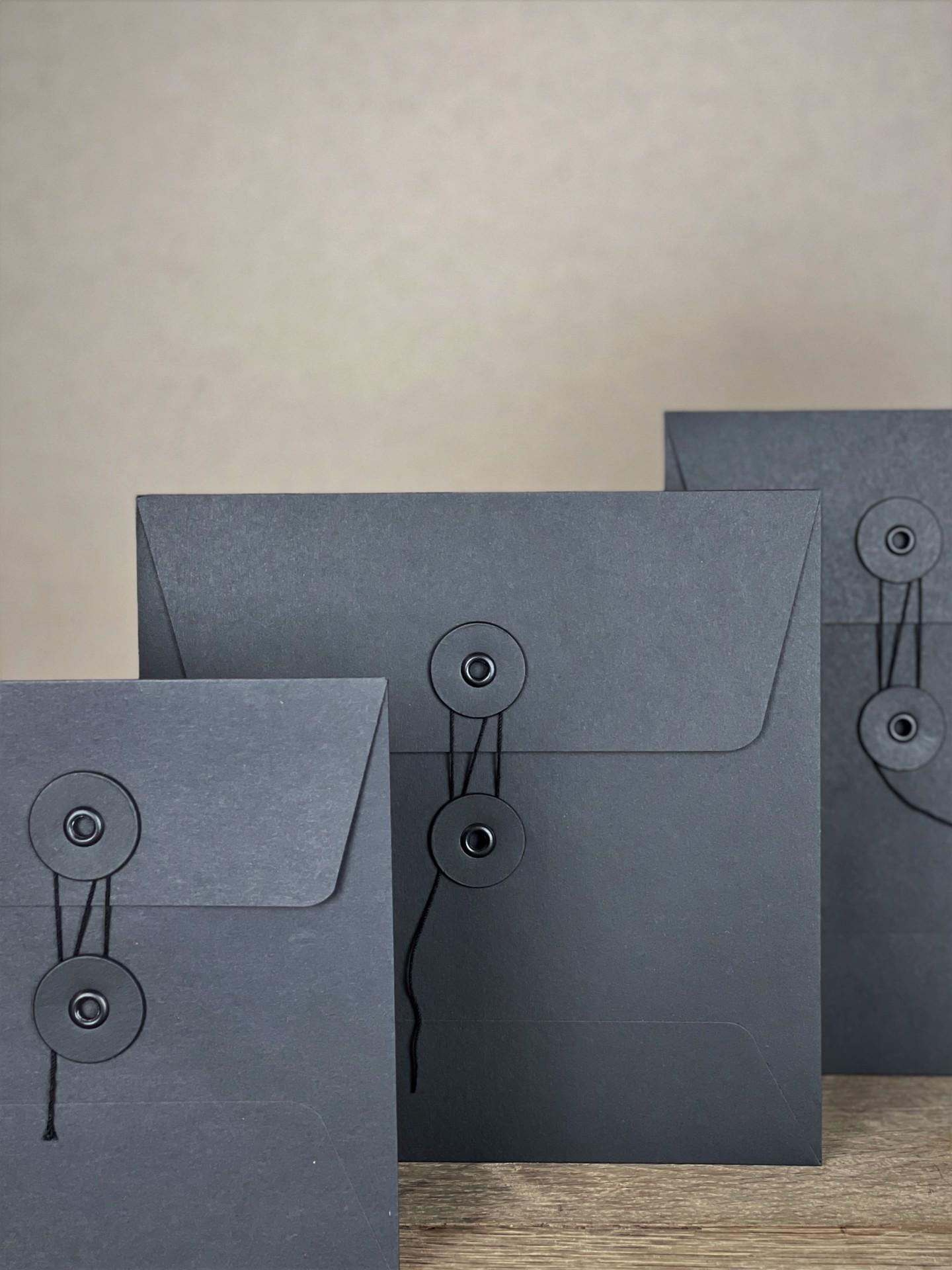 Kuvert-Set mit Bindfadenverschluss schwarz