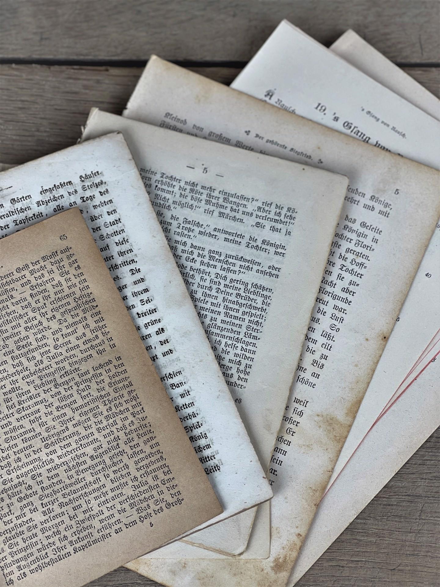 Alte Buchseiten Set 50 Stück