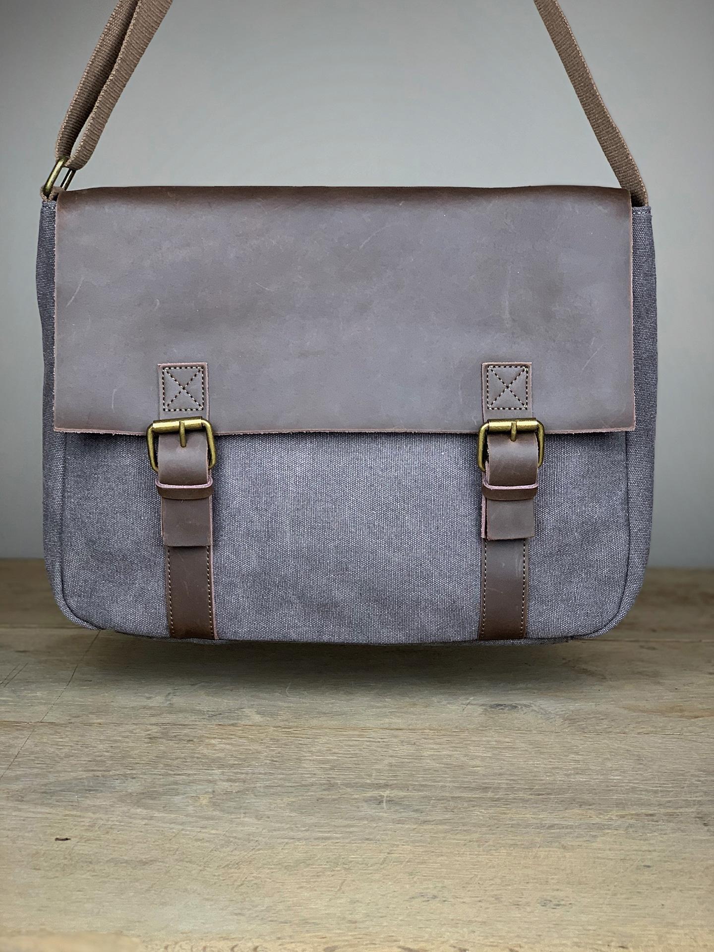 Trend Tasche mit Lederlasche hellgrau