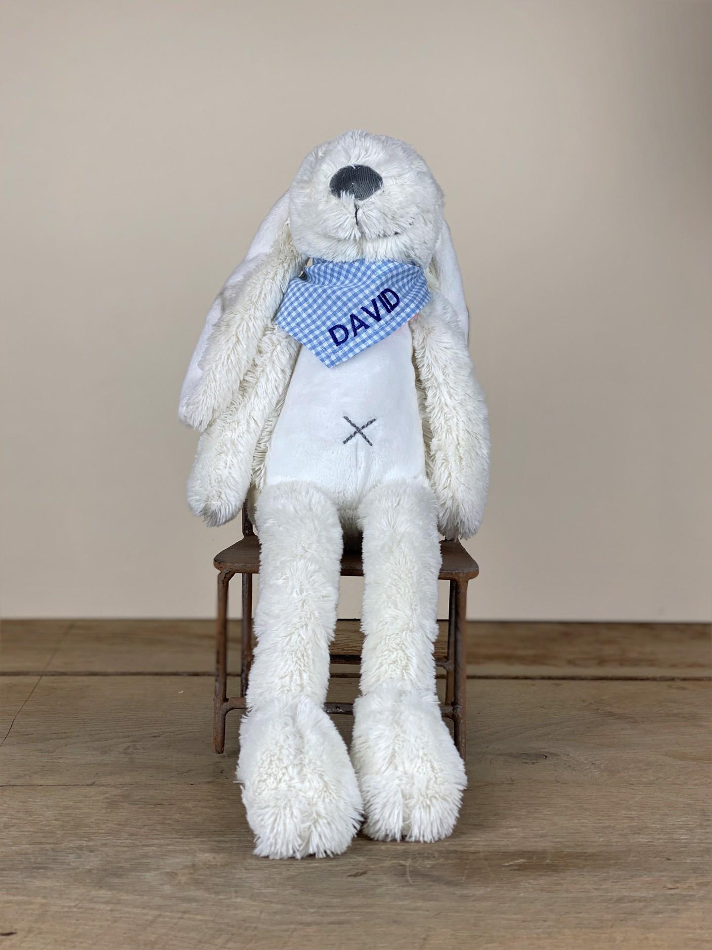 Kuschelhase No. 06 flauschig weiß mit Tuch blau kariert