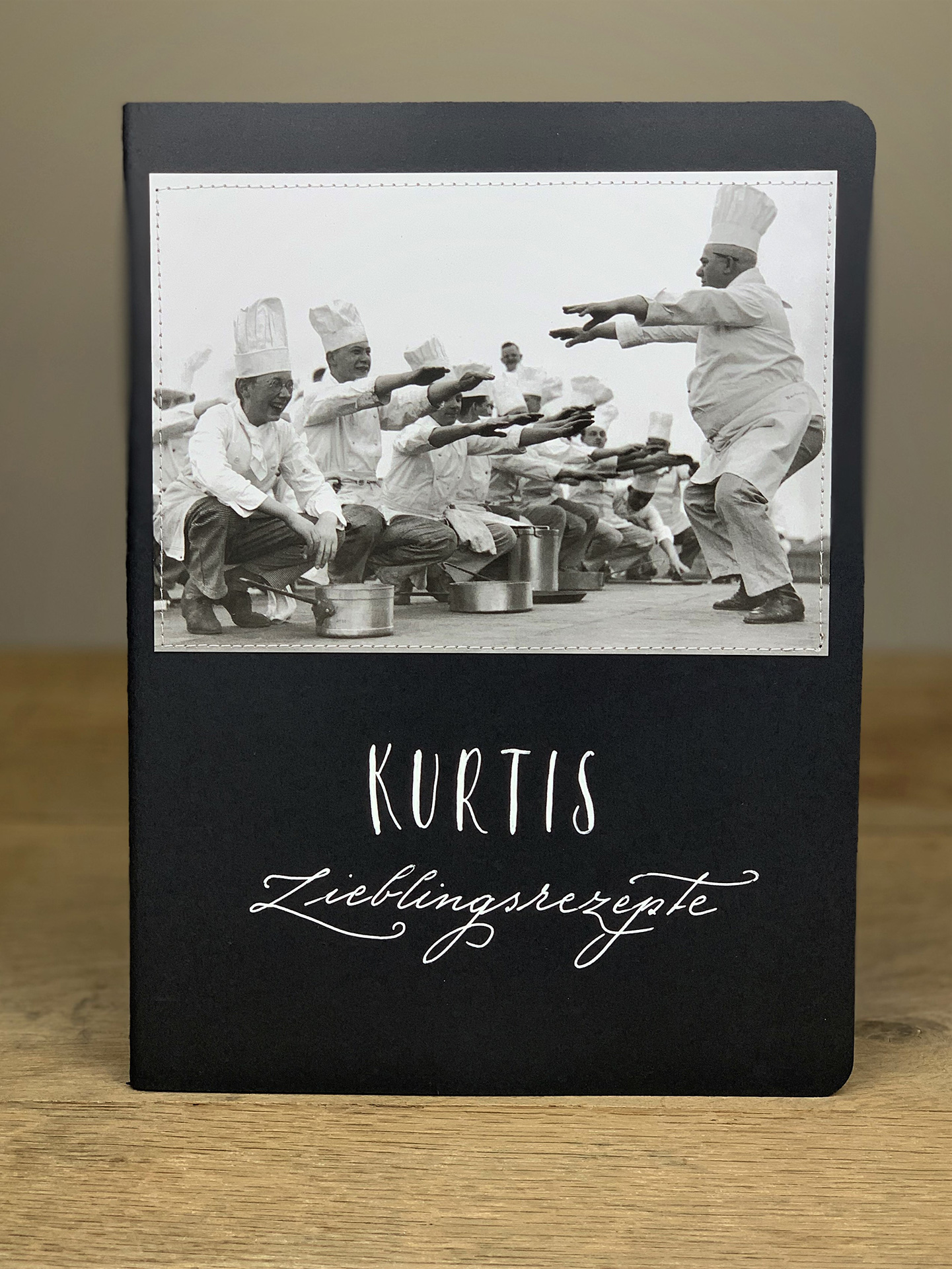 Heft B4 Lieblingsrezepte Köche Kniebeugen schwarz KH13