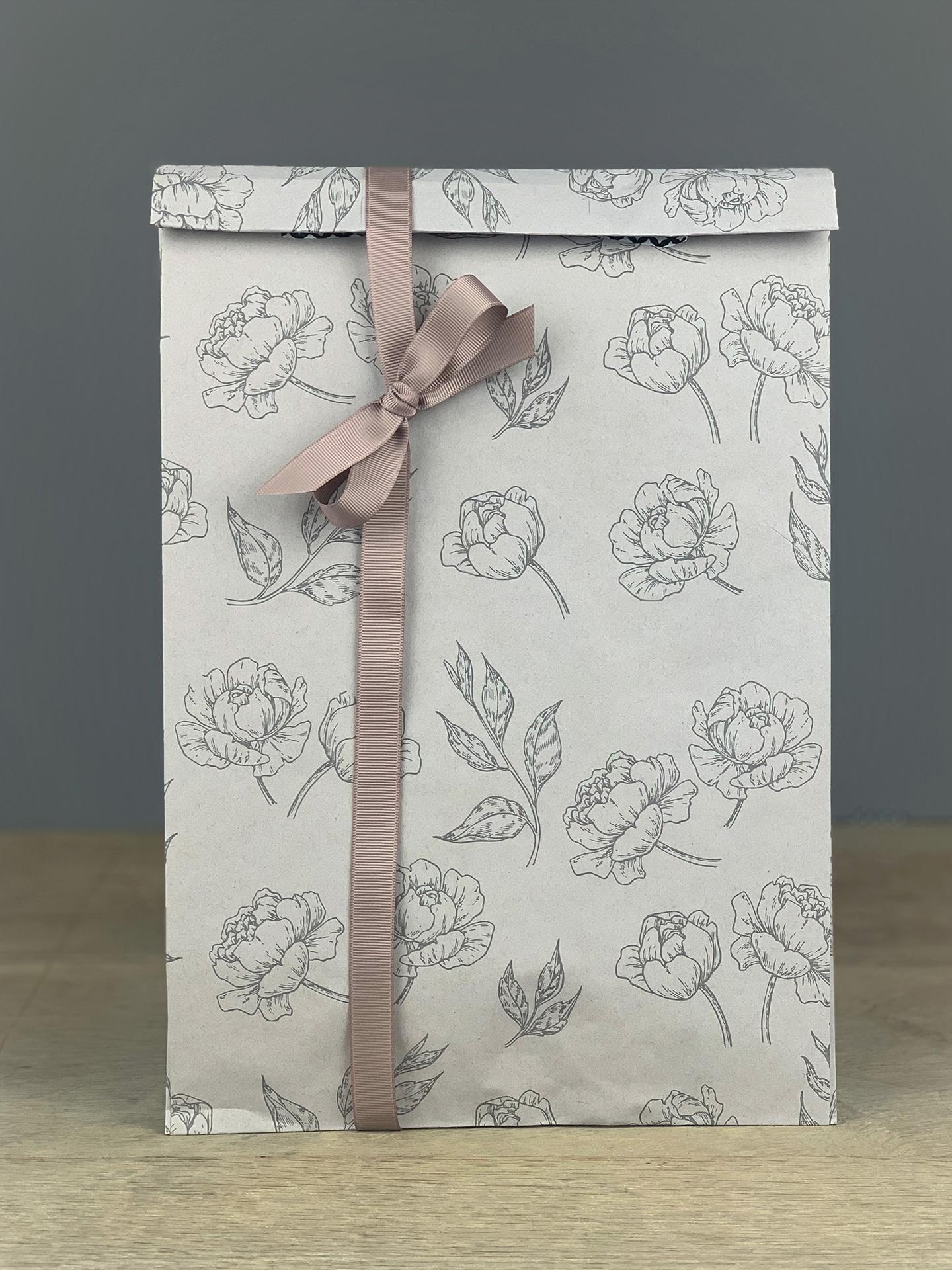 Geschenktüte Seitenfalter Blüten grau