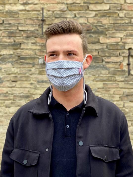 Herzilein Stoffmaske  Men grau kariert