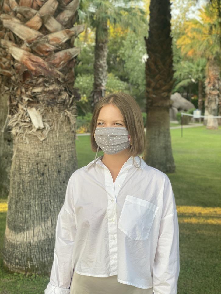 Herzilein Stoffmaske Woman grau dots