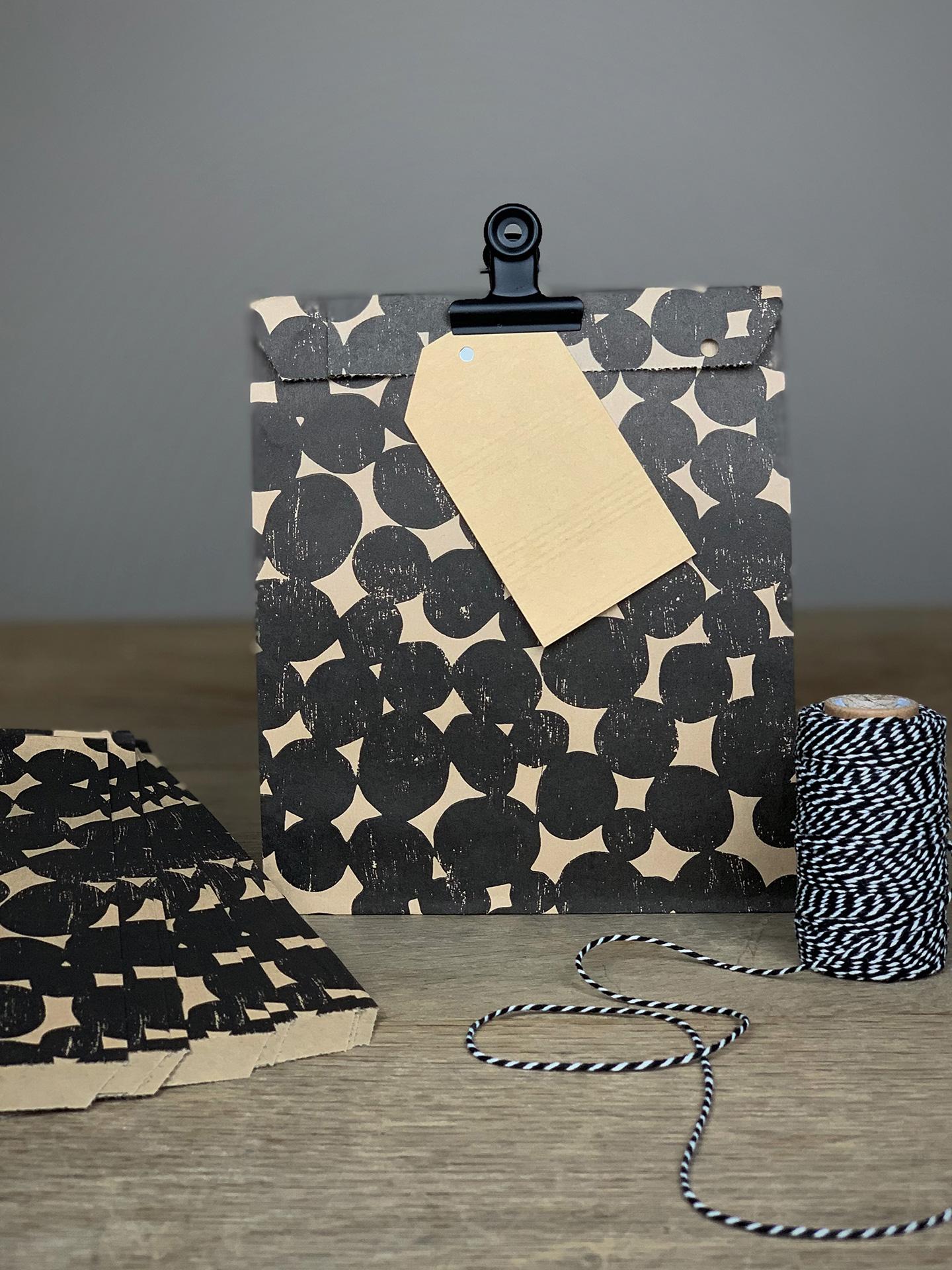 Geschenktüten Flach Set/10 Stk. Flecken schwarz