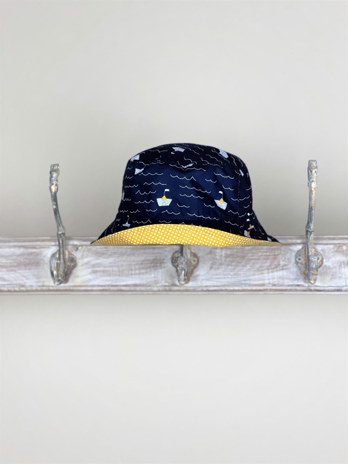 Hut Segelboot dunkelblau