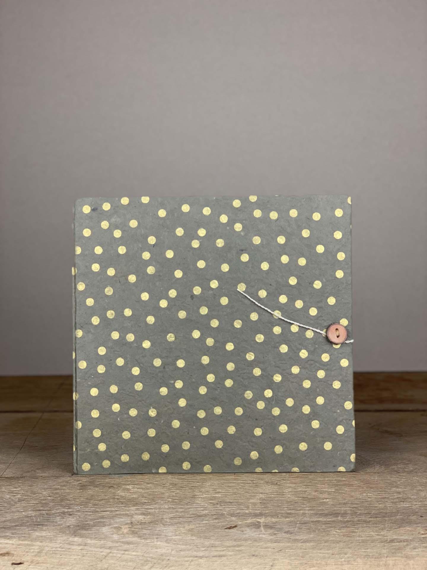 Album Hardcover Quart grau/gold tupf mit Knopf
