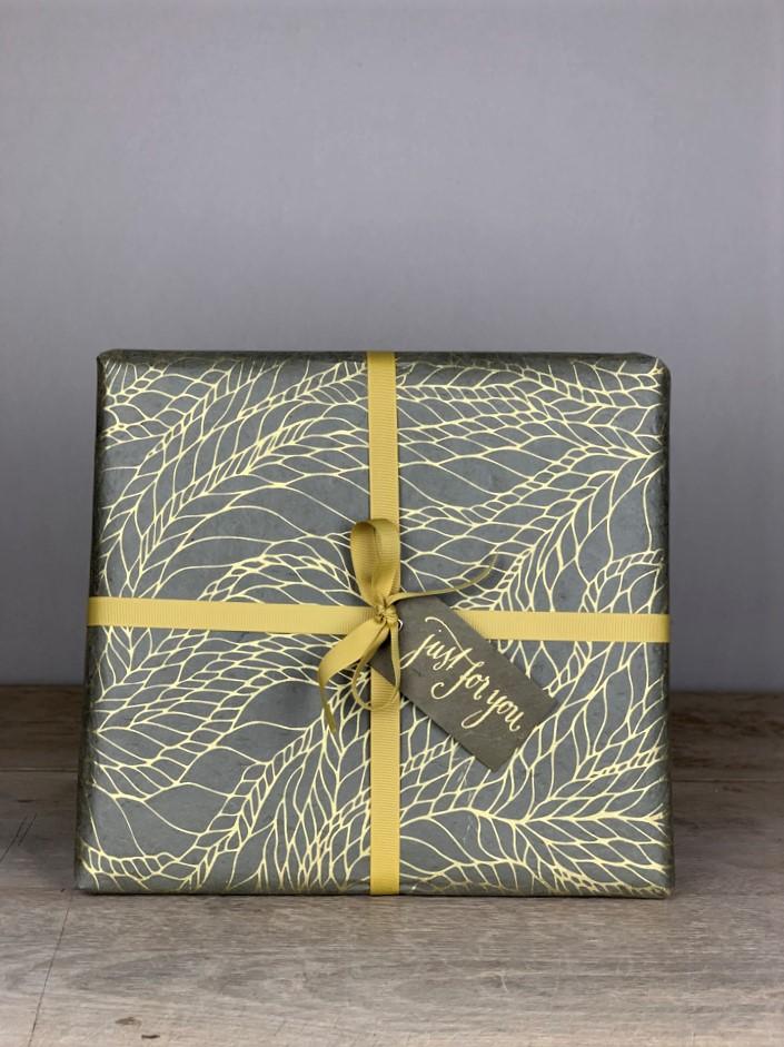 Geschenkpapier handgeschöpft geflochten grau/gold