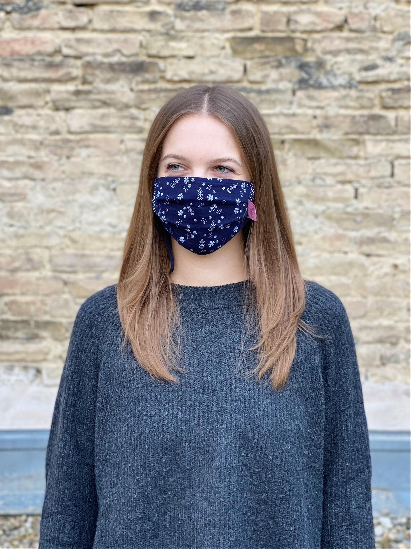 Herzilein Stoffmaske Woman fleur dunkelblau