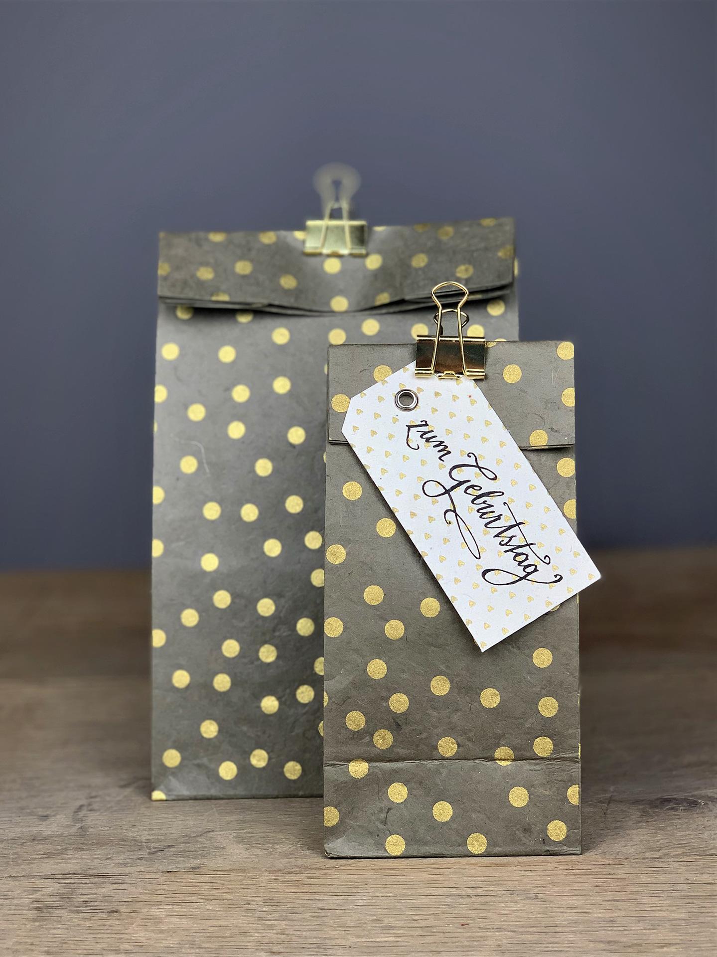 Geschenktüte Herzilein Dots grau/gold